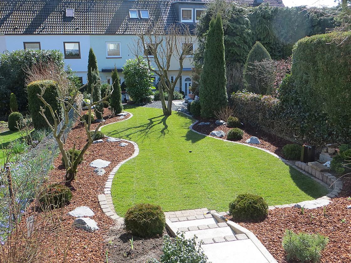 Reihenhausanlage in kelkheim f landau gr npflege gmbh for Gartengestaltung mit buchs und hortensien